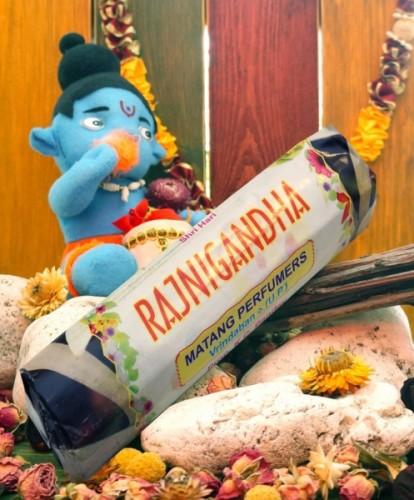 Благовония Rajnigandha 250 грамм упаковка (Вриндаван) - 1